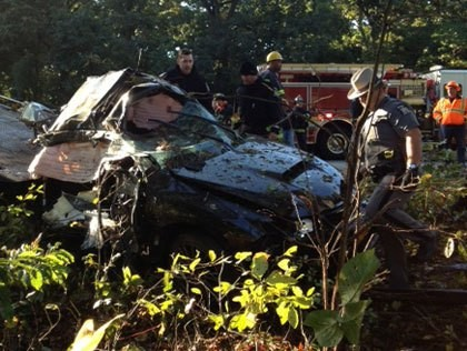 The scene of a deadly crash in Malverne, NY on Monday, Oct. 8, 2012 (credit: Kathryn Brown/CBS 2)